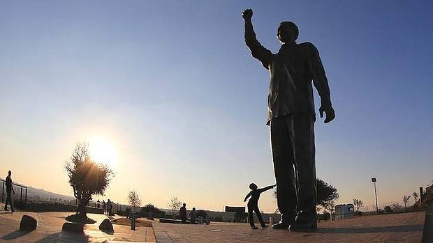 A statue of Nelson Mandela which overlooks the city of Bloemfontein.