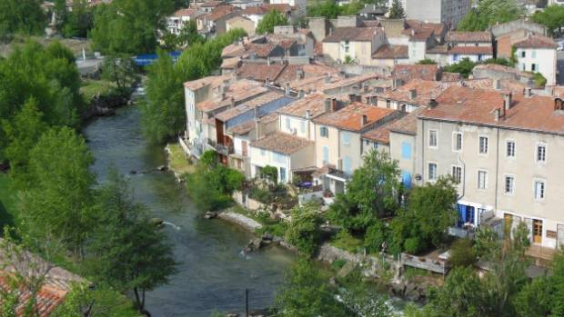 The river Aude runs through Quillan.