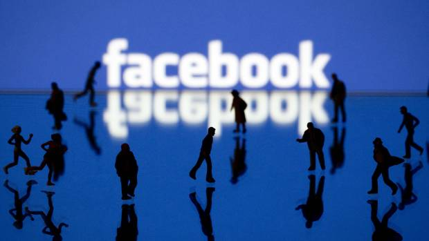 Facebook alters news feed to crack down on spam links