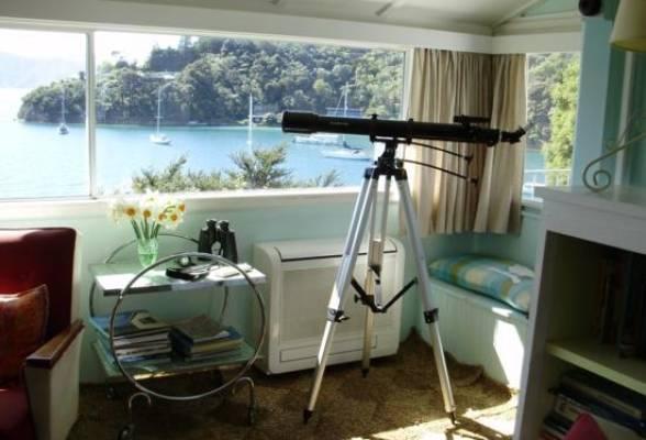 WAIKAWA BAY, PICTON: I spy, with my little eye... a beautiful view.
