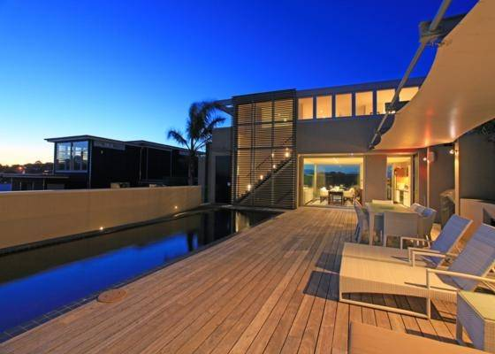 WAIHEKE ISLAND: It could be a resort on any tropical Island, but it's right here in New Zealand.