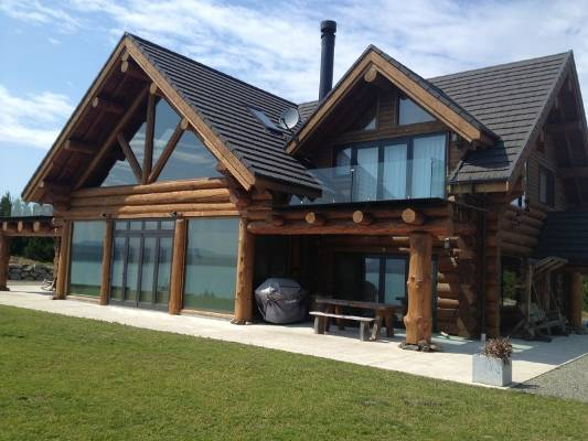 A Log Home Can Be A Mix Of Modern And Traditional Design Aspects.