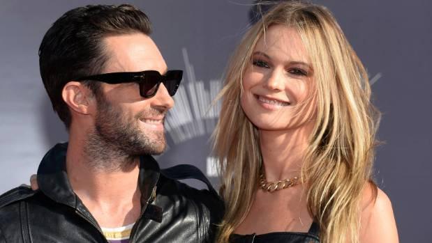 Maroon 5 guy hookup victorias secret model