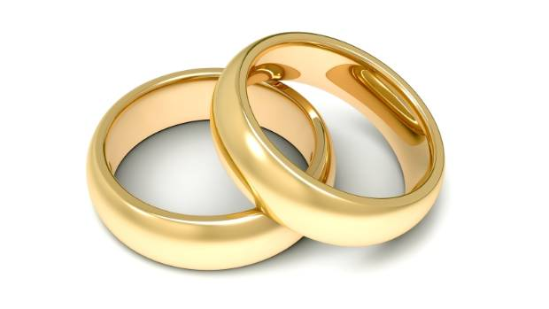 Bay of Plenty Police hope the power of social media will help them to reunite an English tourist with his wedding ring.