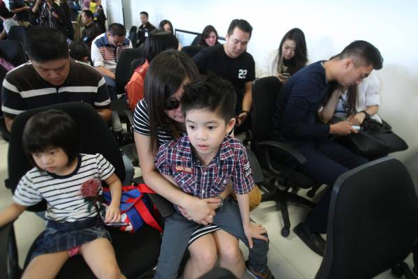 Relatives of the passengers of AirAsia flight QZ8501 wait for the latest news.