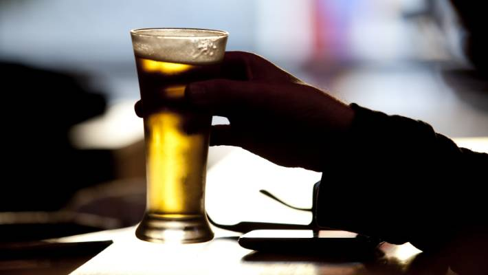 Wellington looks set to stick with 4am closing time for bars | Stuff