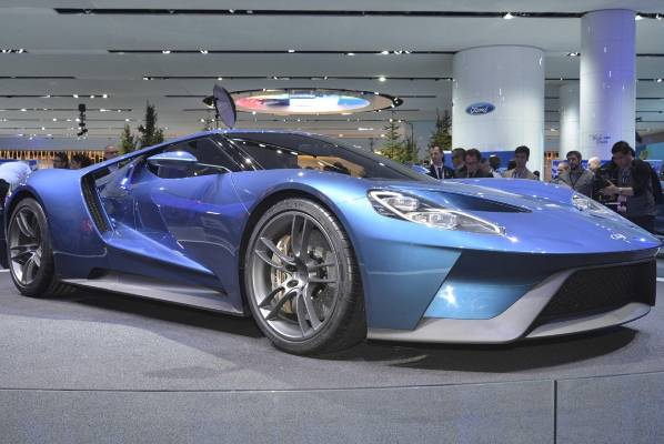 New Ford Gt Is Unveiled At The  Detroit Auto Show