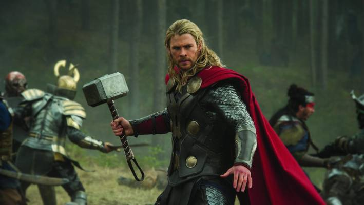 Chris Hemsworth pushed to get Taika Waititi into the director's