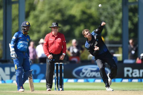 Daniel Vettori becomes New Zealand's most capped one-day cricketer after making his 280th appearance for his country in ...