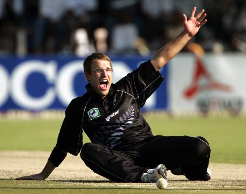 Daniel Vettori makes an unsuccessful LBW appeal against Zimbabwe at the Harare Sports Club in 2005.