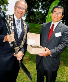 NEW BEGINNINGS: Mayor Len Brown and Japanese Consul-General Kazutoshi Inadome with soil removed from the original and ...