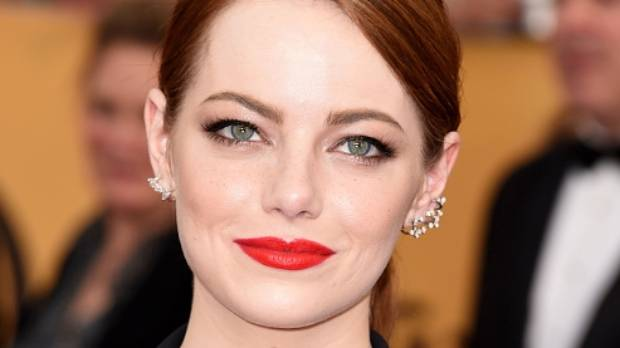 At the SAG Awards in 2015, Emma Stone appeared to be sporting faux freckles drawn over her foundation.