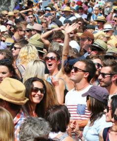 A Huge crowd enjoy the performance of The Black seeds at the Marlborough Wine and Food Festival.