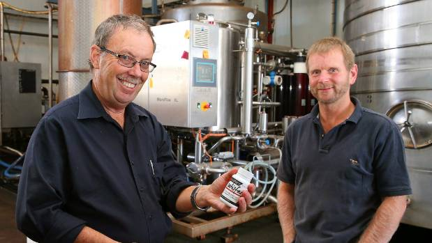 INNOVATOR: NZ extracts boss Mike Turner (left) and chief technical officer, Glenn Vile.