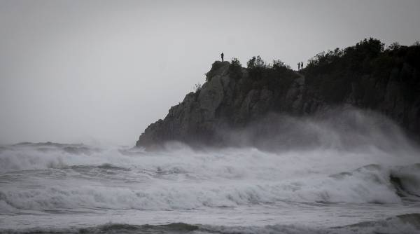 ROUGH SURF: Sweels get big at Mount Maunganui as Cyclone Pam bears down on the East Coast of the North Island.