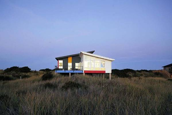 The world 39 s best beach houses for Concrete pilings for house
