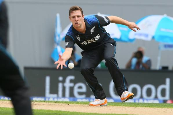 Matt Henry, who joined the Black Caps squad on Sunday from domestic cricket, fields off his own bowling.