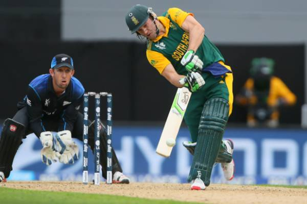 AB de Villiers hits out at New Zealand bowling.