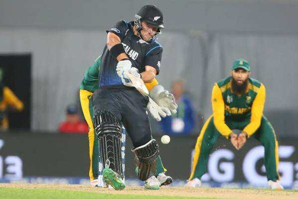Corey Anderson remains cool at the crease for New Zealand against South Africa.