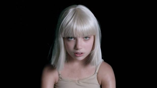 Maddie Ziegler has given her bedroom an OTT silver themed makeover for the  holiday season. Maddie Ziegler s extravagant Christmas themed bedroom   Stuff co nz