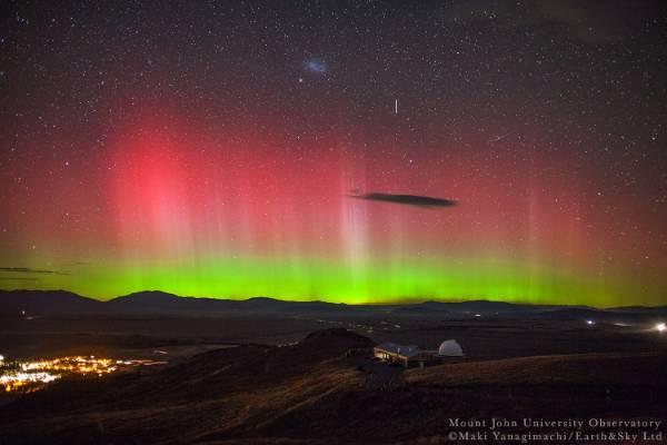 The Aurora Australis puts on a display over Tekapo.