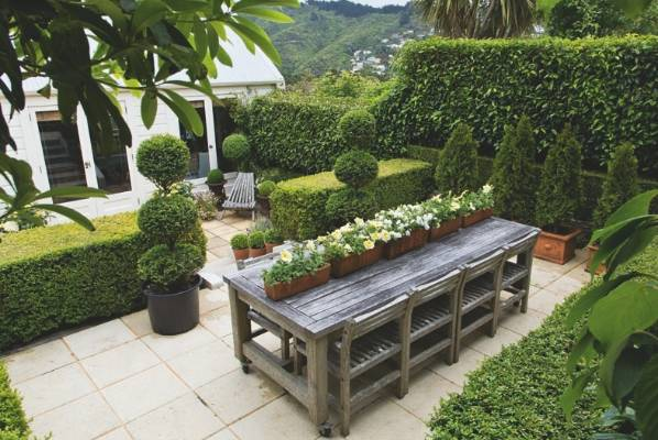 From country garden to compact elegant courtyard for Small garden designs nz