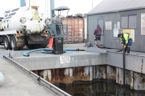 Sucker truck at work at Tauranga Bridge Marina.