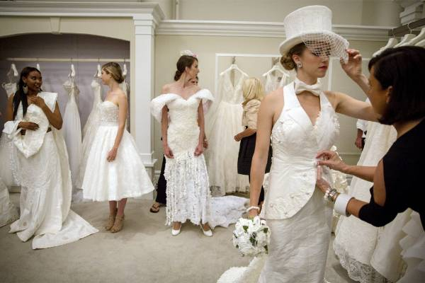 Toilet Paper Wedding Gowns Compete For Us 10 000 Stuff Co Nz