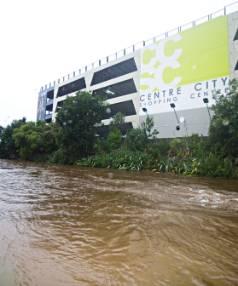Heavy rain has caused flooding throughout Taranaki.