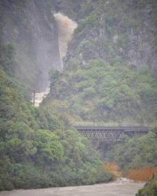 The Manawatu Gorge remains closed.
