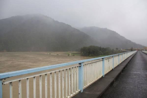 Ballance Bridge going over the Manawatu River on Sunday morning.