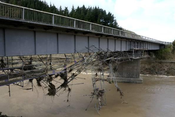 The SH3 Waitotara River bridge after the flooding.