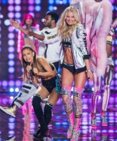 Pint-sized diva Ariana Grande was smacked in the face by a pair of rogue Victoria's Secret model angel wings.