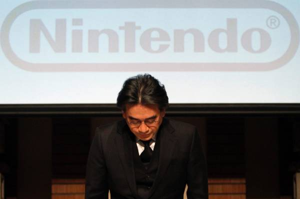 Nintendo Co President Satoru Iwata bows during their strategy and earnings briefings in Tokyo.