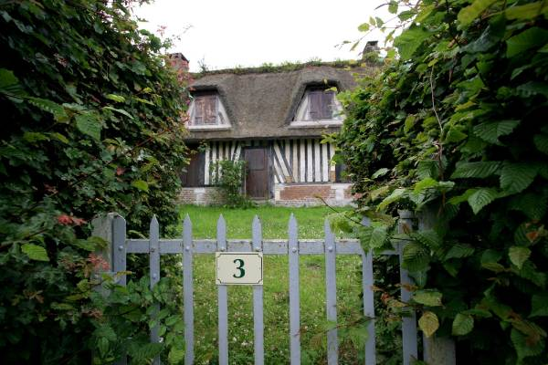 Typical Norman thatched cottage, now favoured as summer houses for Parisians.