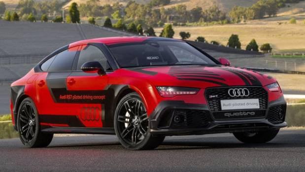 Audis Screaminghot Race Car Drives Itself Stuffconz - Audi car that drives itself