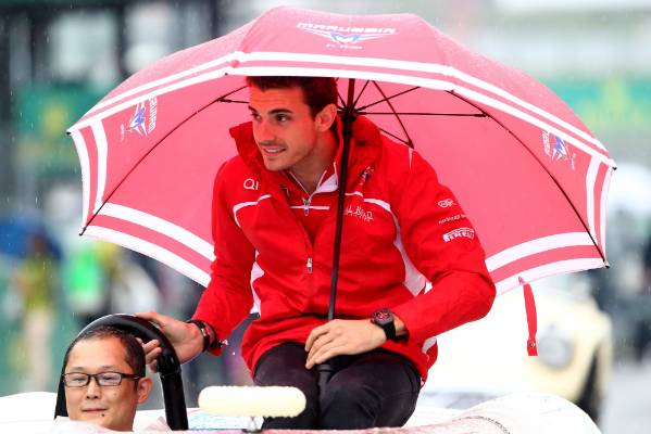Jules Bianchi shelters from the rain during the drivers parade prior to the 2014 Japanese Grand Prix.