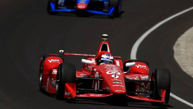 Scott Dixon (9) finished 18th at the Iowa leg of IndyCars series, falling to third overall with three races remaining.