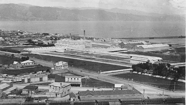 The 12-hectare Gear meatworks site dominates Petone's waterfront in 1910.
