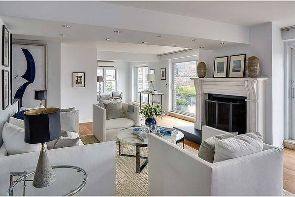 Julia Roberts is selling her pied-a-terre in Manhattan.