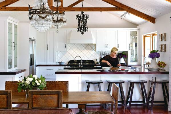 Glamorous lodge style home in te horo for Country style kitchen nz