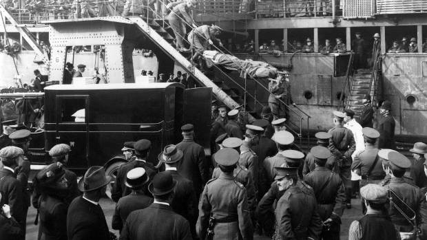 New Zealand soldiers wounded on Gallipoli arrive in Wellington in 1915.