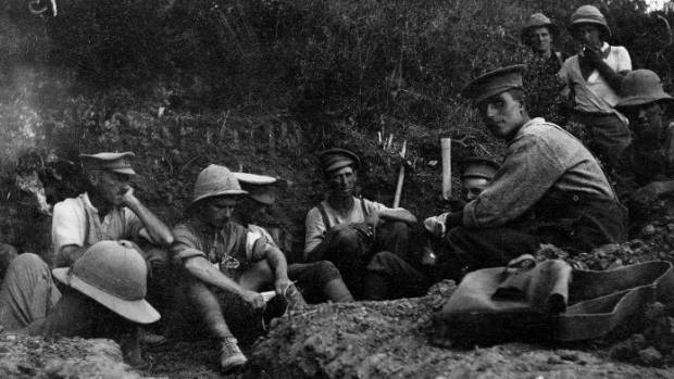 Soldiers, probably of the Wellington Mounted Rifles, prepare for the attack on Chunuk Bair.
