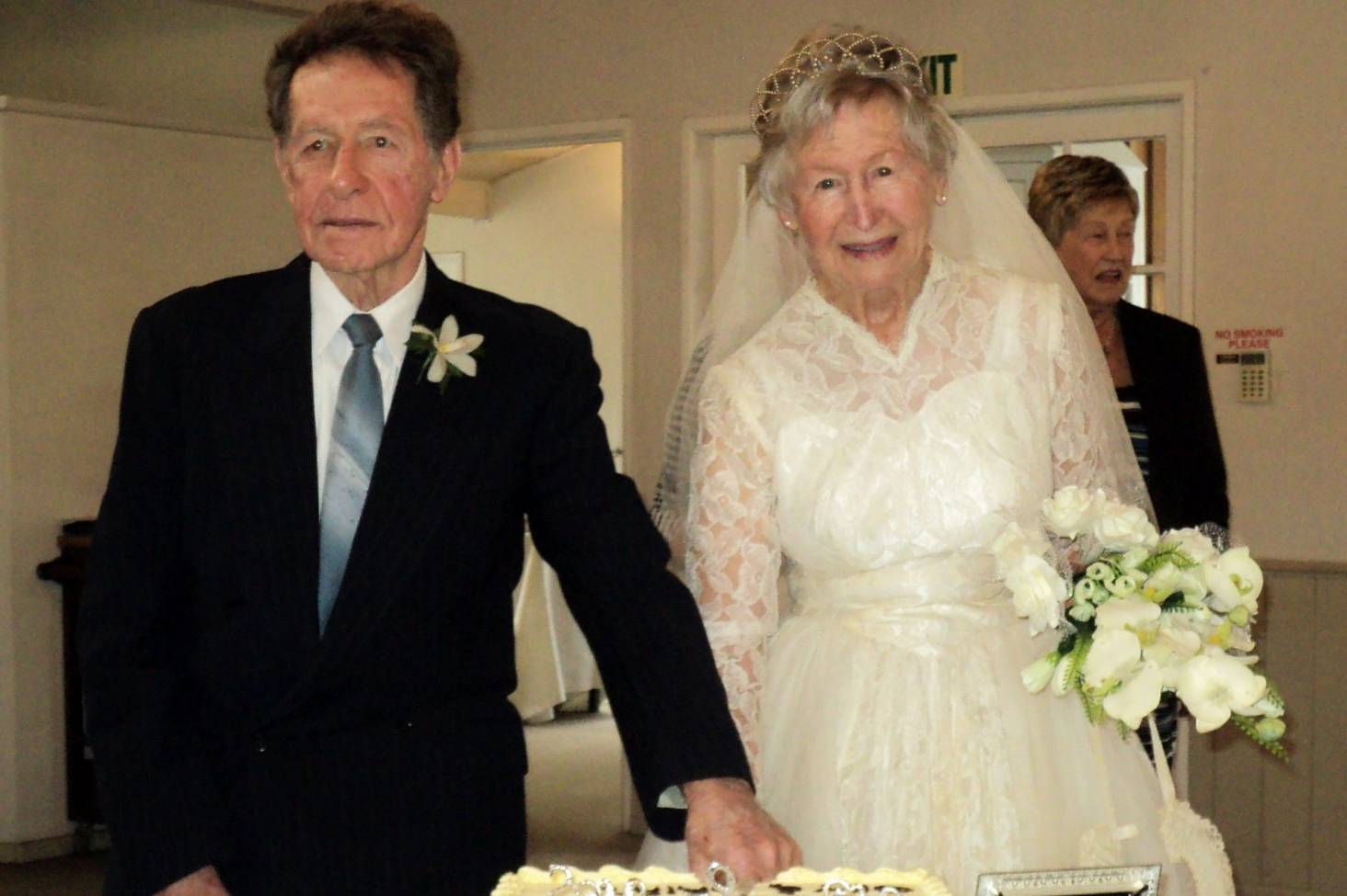 d76c0bad36a Auckland bride fits wedding dress 60 years later to celebrate anniversary