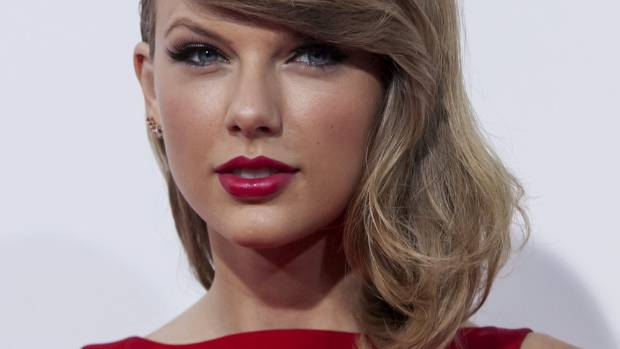 If squinching is good enough for Taylor Swift, it's good enough for us to give it a go.