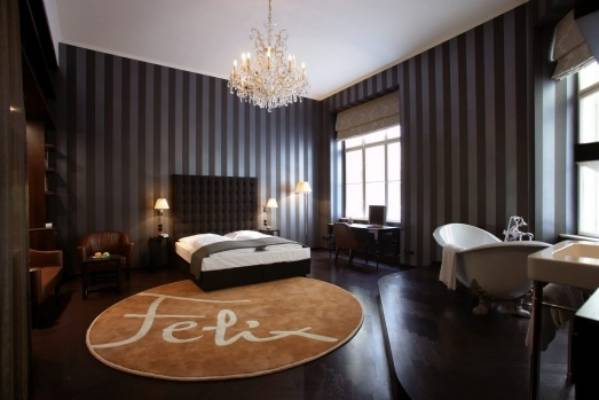 hotel altstadt vienna review art hotel features europe 39 s most erotic rooms. Black Bedroom Furniture Sets. Home Design Ideas