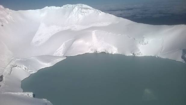 Crack lines reveal where the avalanches occurred from near Mt Ruapehu's crater lake.