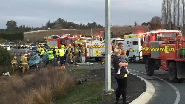 Bystanders work together at accident scene | Stuff co nz
