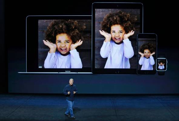 Phil Schiller speaks about the live photo capability for new iPhone 6s and iPhone 6s Plus.