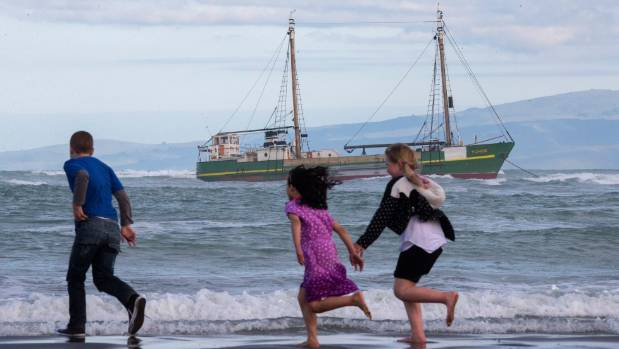 Onlookers catch a glimpse of the stranded MV Tuhoe.
